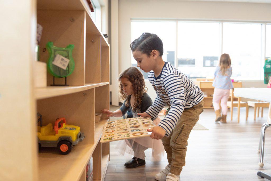 Children putting toys away at the Savaryn location
